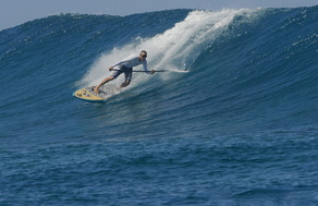 paddle_surfing